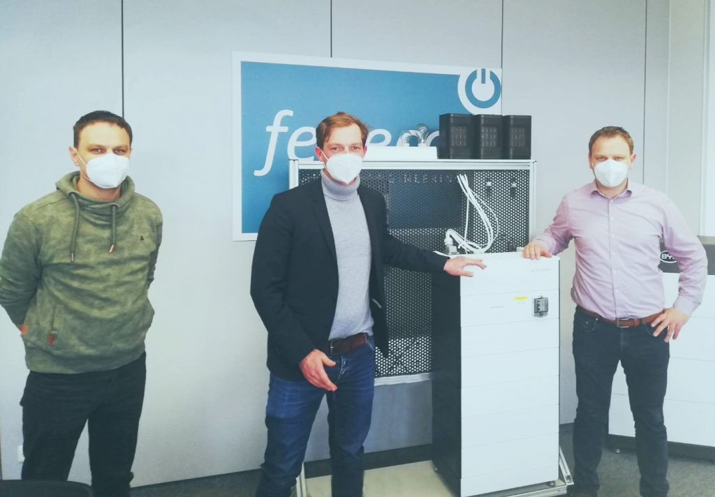 Stefan Feilmeier, Matthias Schwinger und Franz Josef Feilmeier mit dem neuen FENECON Home